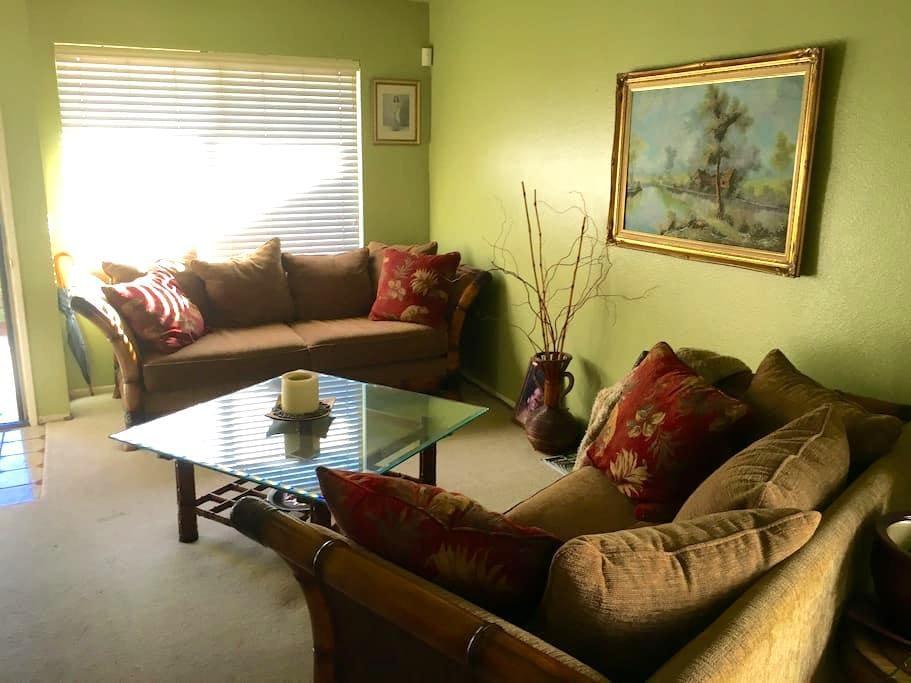 Cozy & Quiet Private Bedroom & Bath - Bellflower - Apto. en complejo residencial