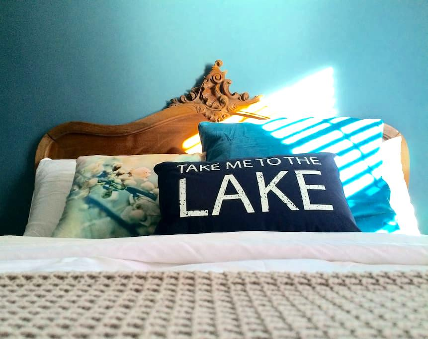 Lake blue room on Park - Moncton - Casa
