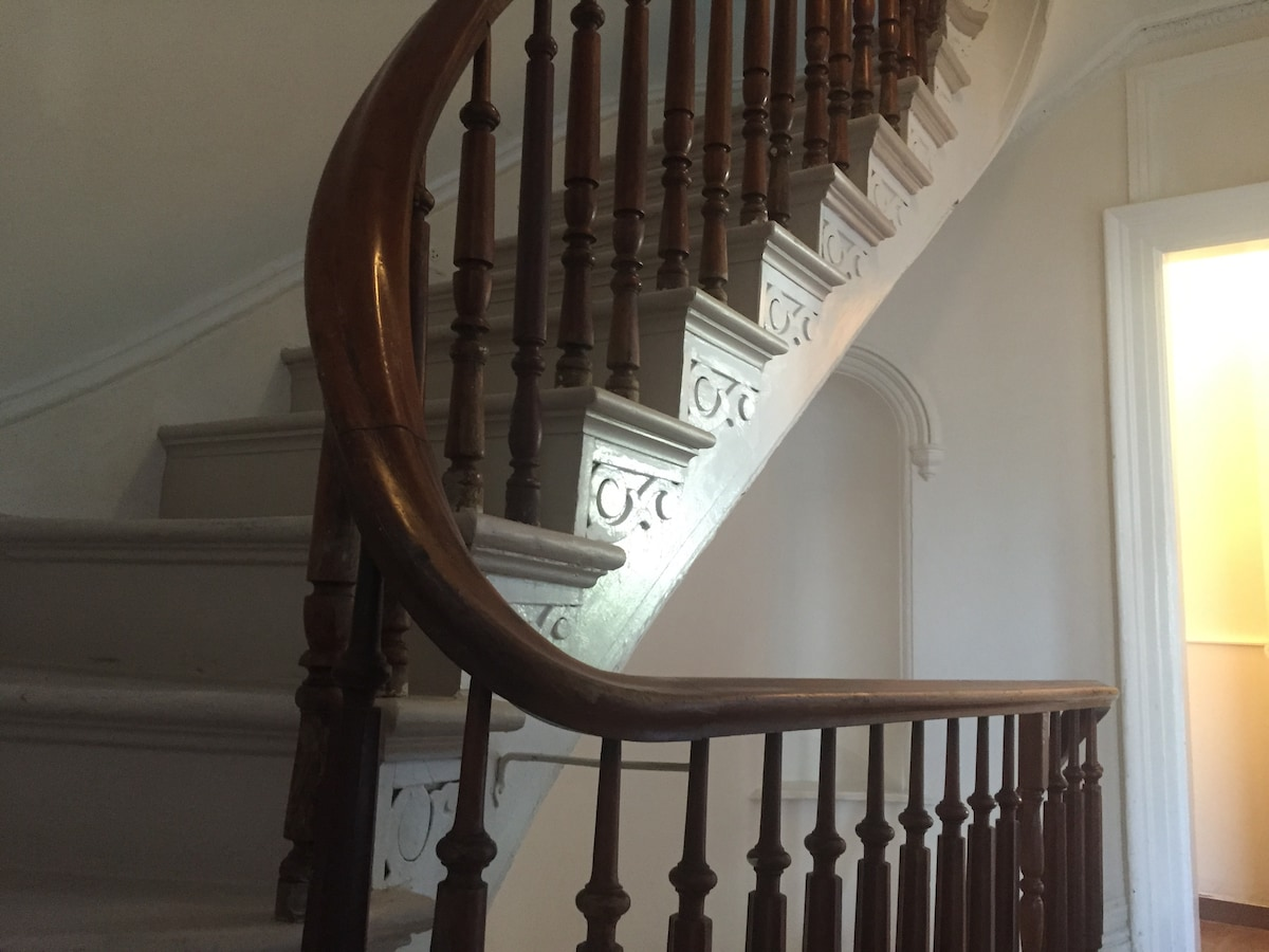 original brownstone banisters and moldings