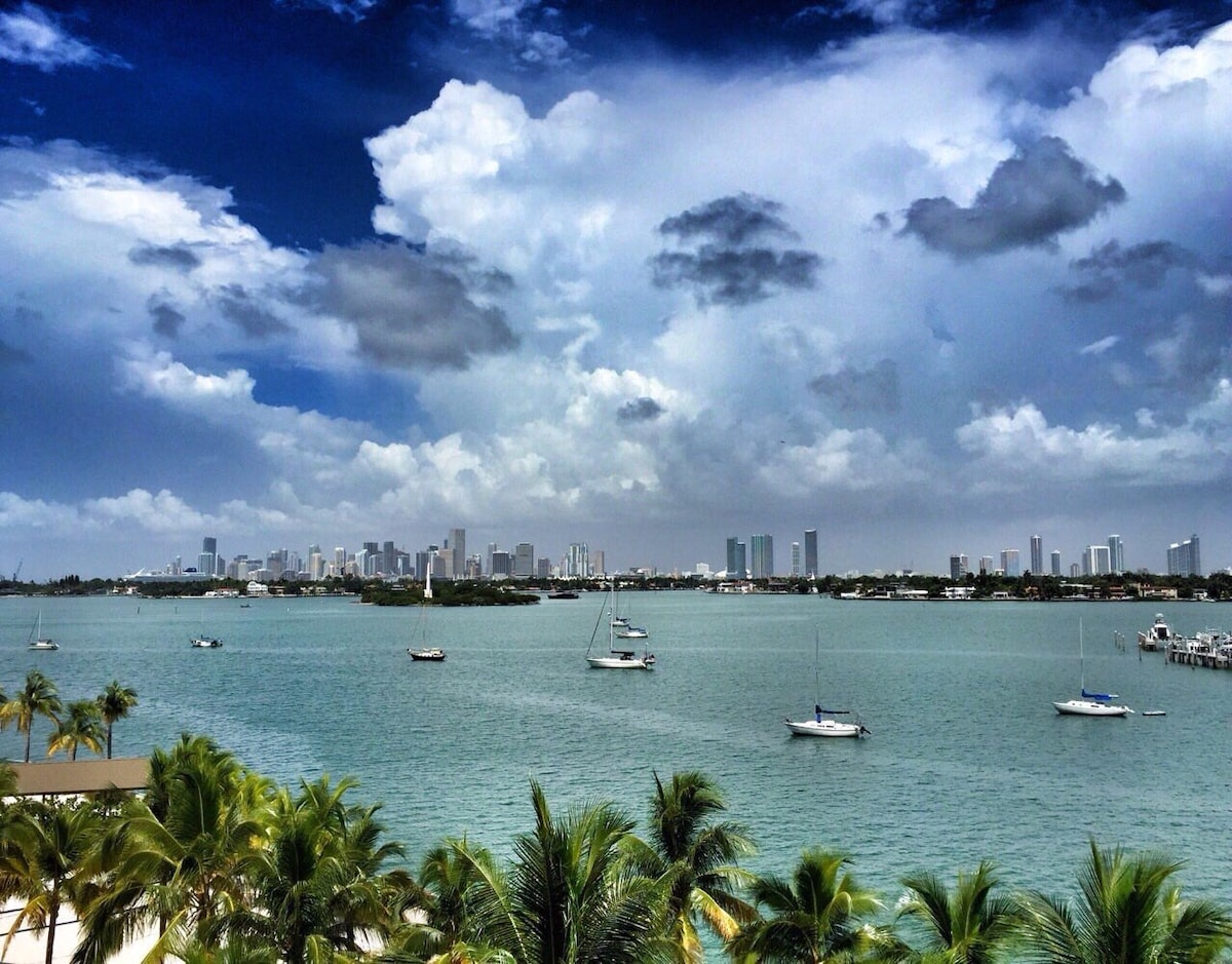 SOUTH BEACH 1-BEDROOM w/BAY VIEW