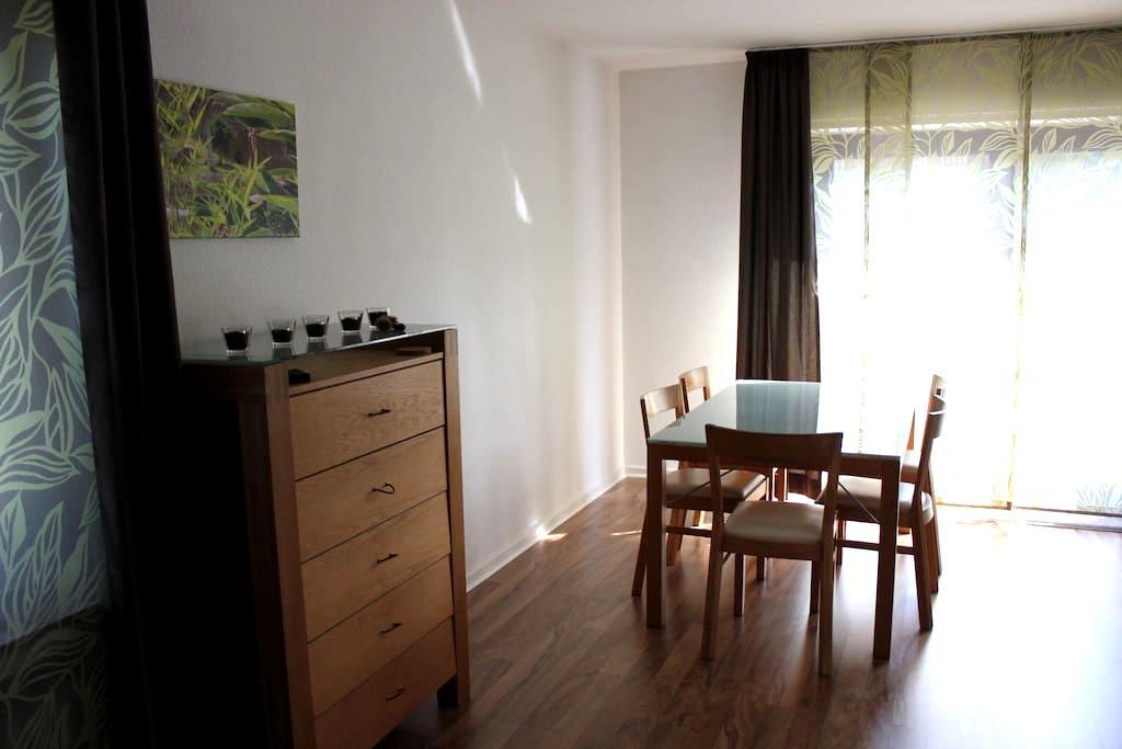 Gemütliche Wohnung mit Dachterrasse (Zentral) - Leichlingen - Byt