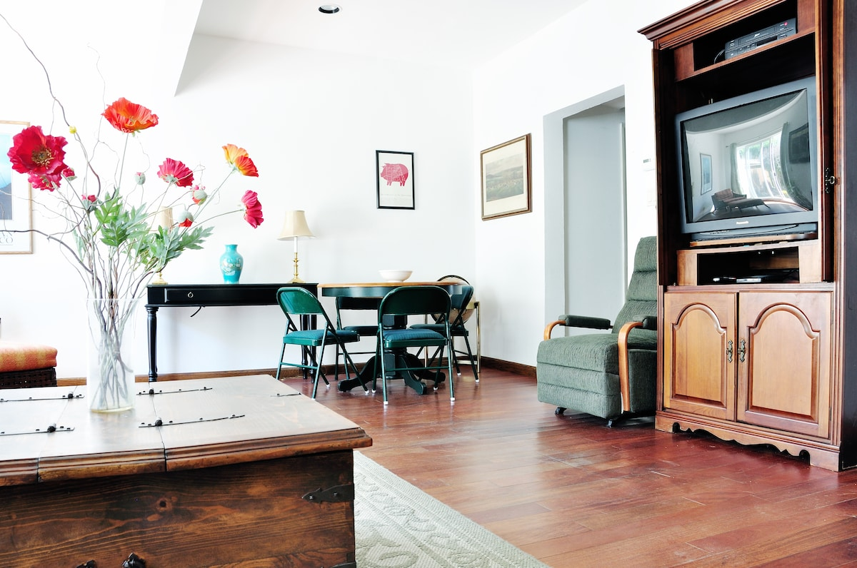 Charming suite in West Portal area