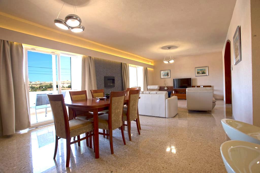 St. George's Bay Lux Seaview Apartment - Saint Julian's