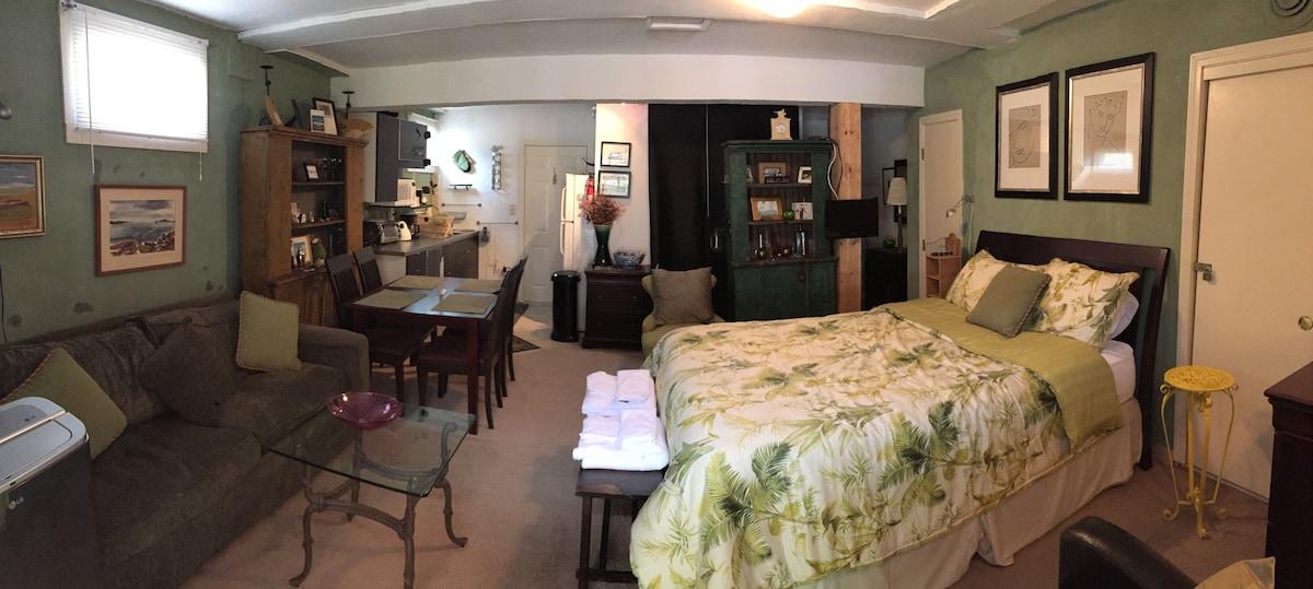 Provincetown Garden level studio