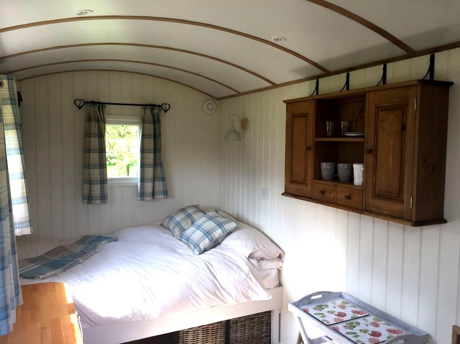 Snug and Cosy  - Shepherd Hut, near Beccles - Toft Monks