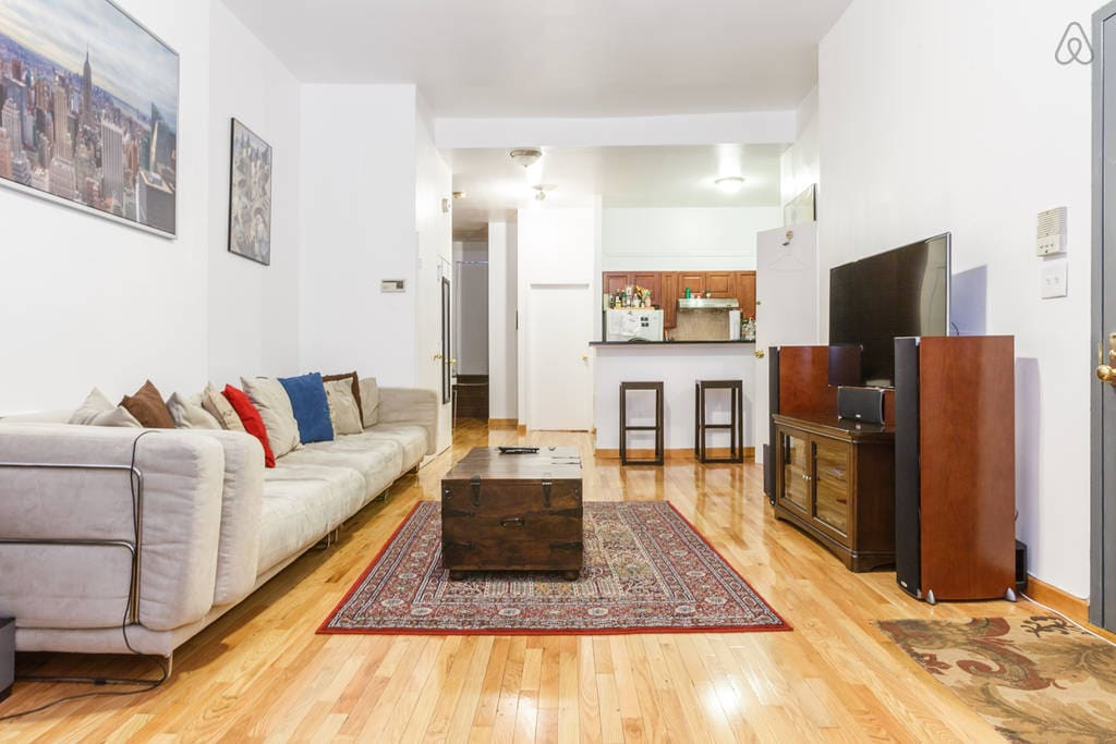 Close to Empire State and Times Sq!