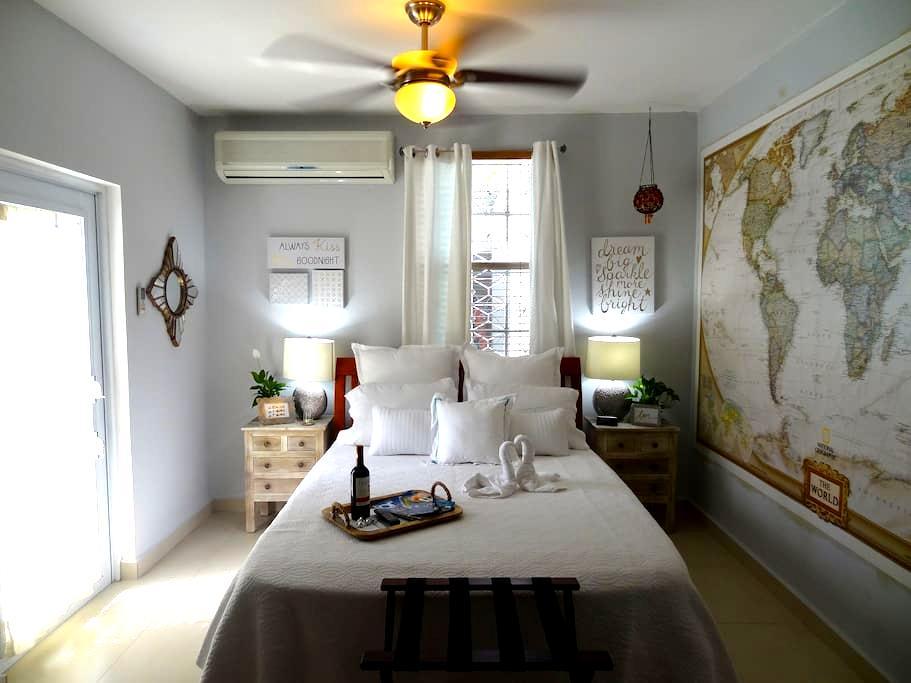 2 Bedroom House w/Garage Parking - San Juan - Dom