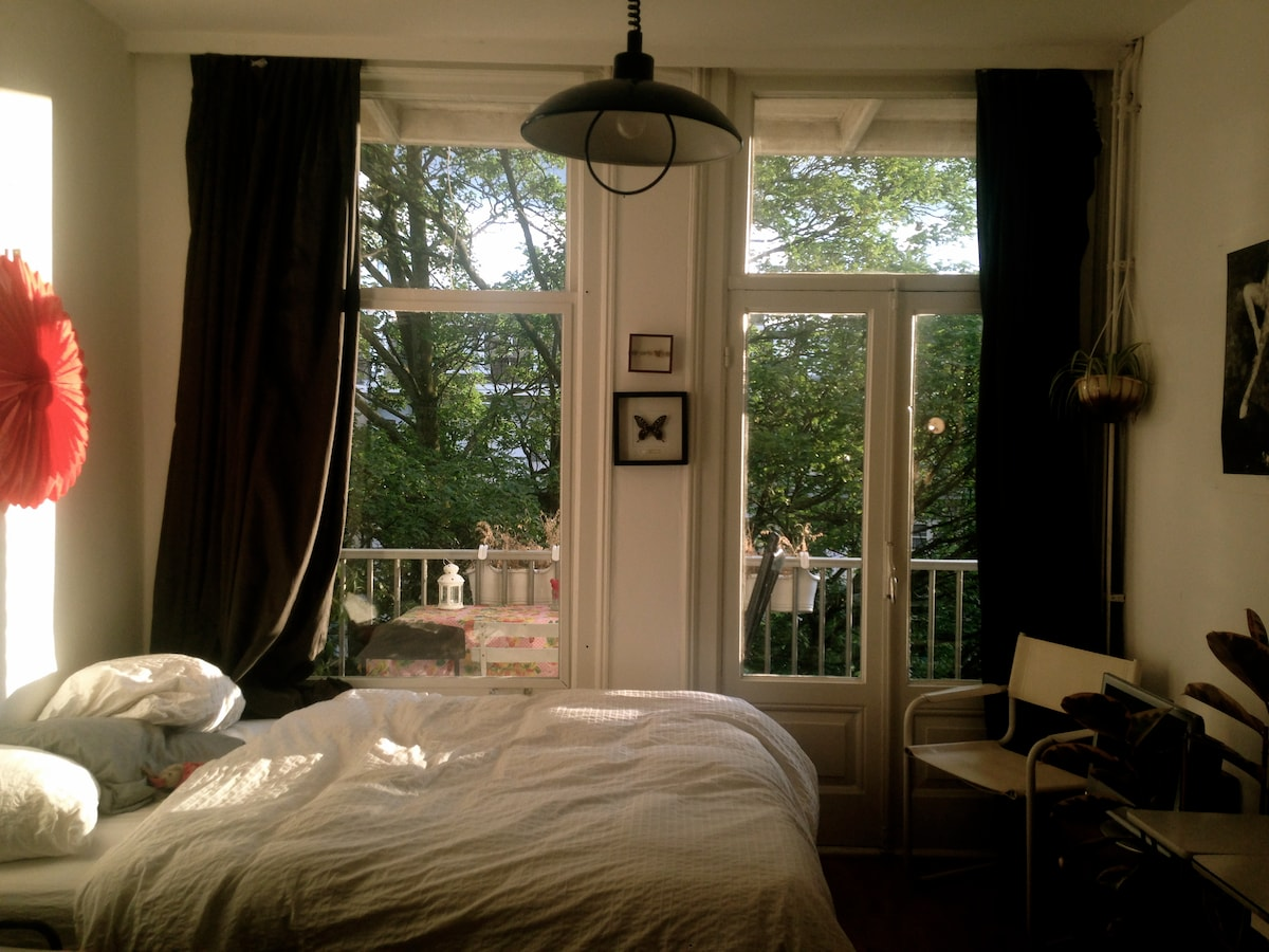 Vintage room in cozy neighbourhood