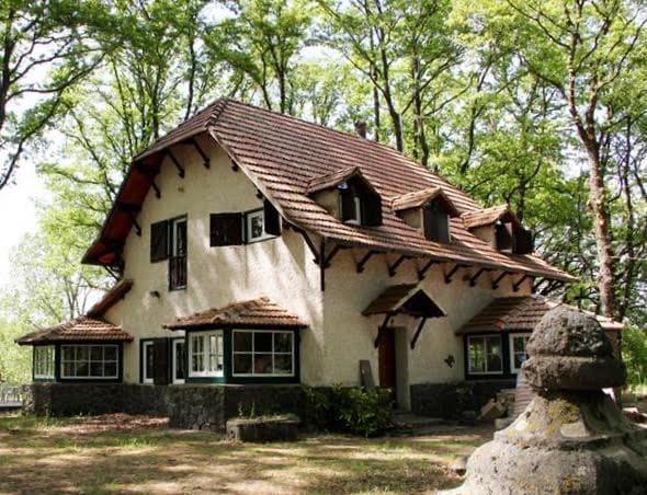 Casa di Biancaneve, Villa nel bosco