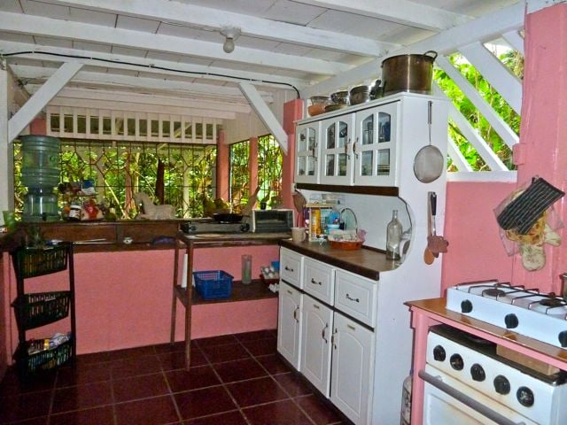 Kitchen: Big, Bright and Clean