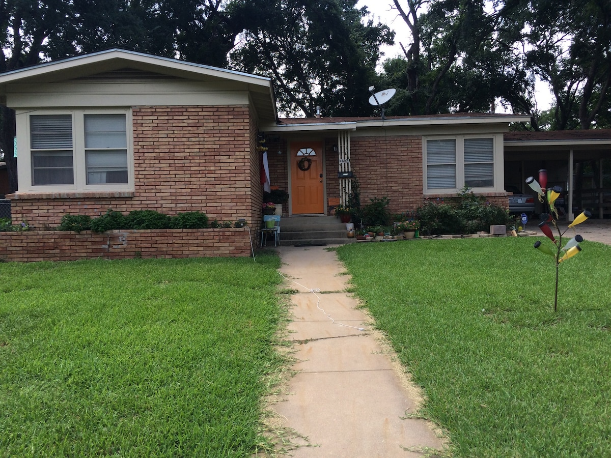 House for rent on SoLa!