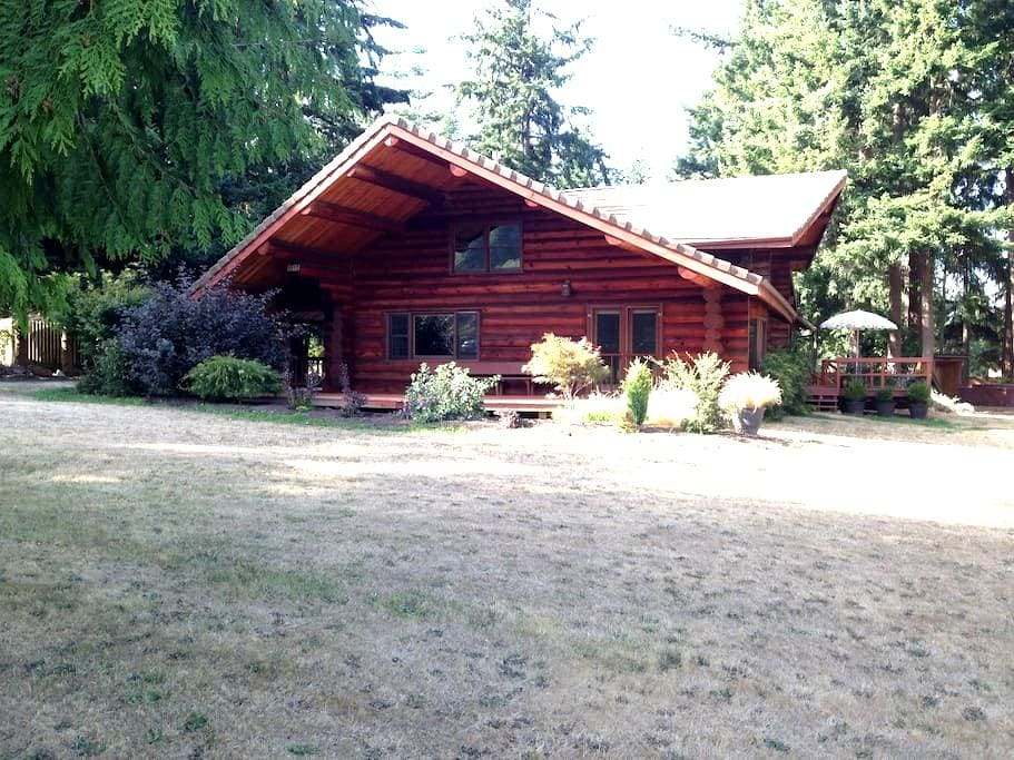 Spacious Log Cabin Home - Anacortes - Rumah