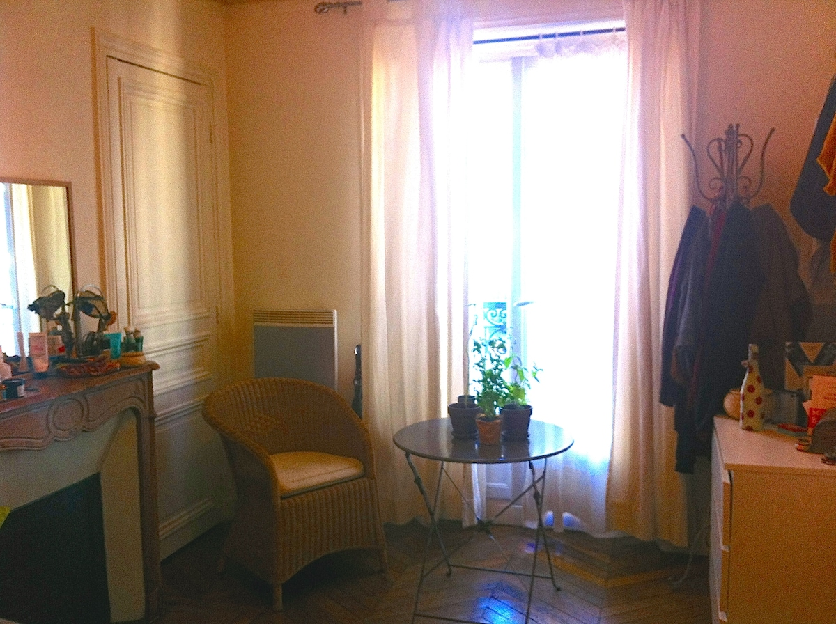 private room in the center of paris
