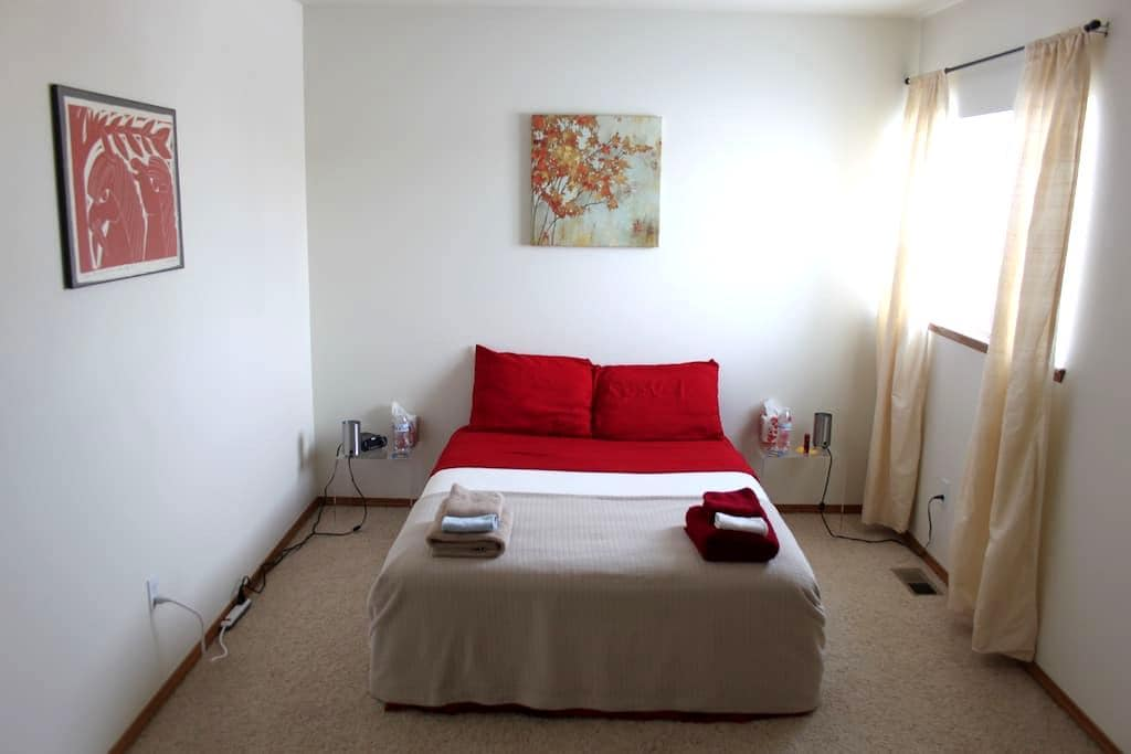 bright, spacious and clean room - Fountain
