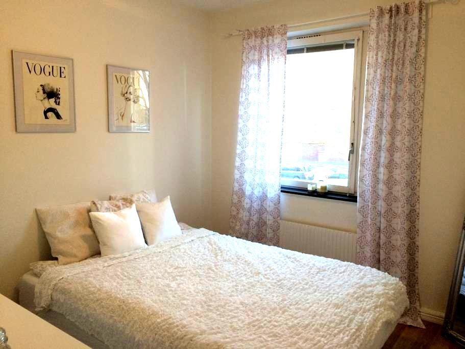 Room in renovated flat 20 minutes from city centre - Estocolm - Pis