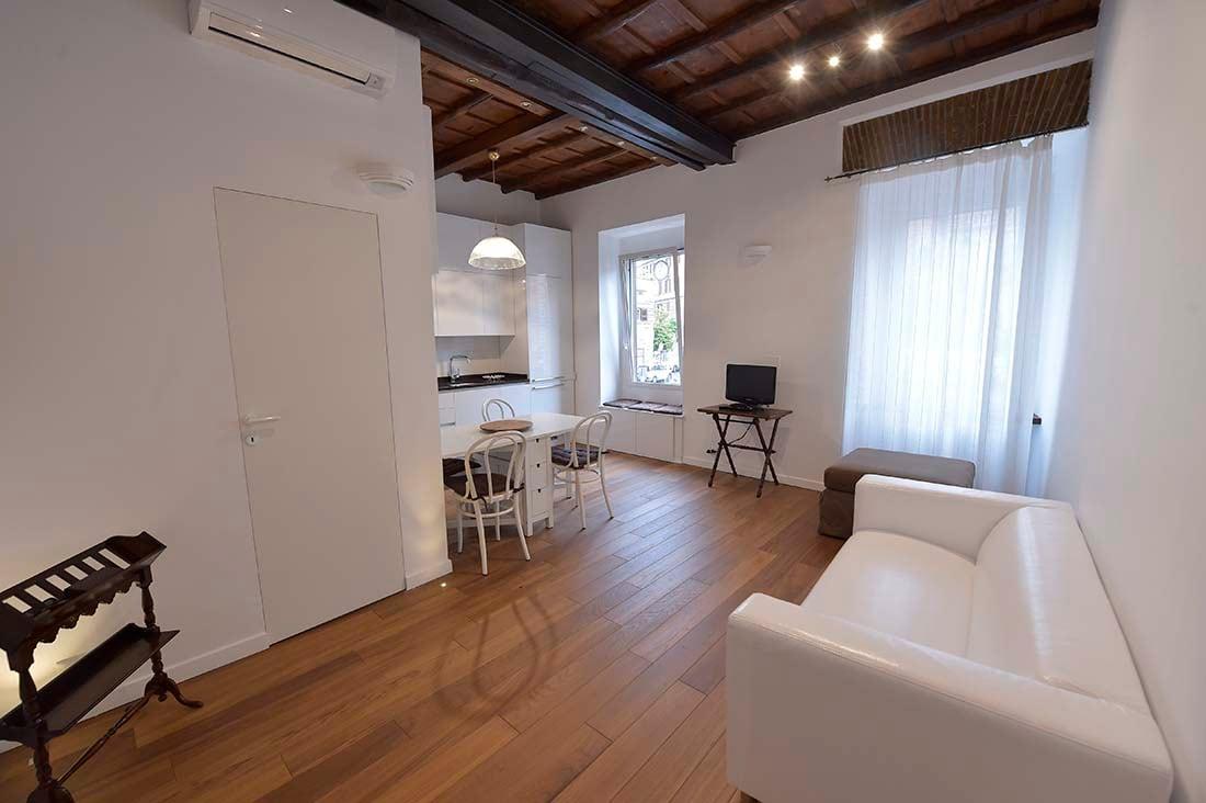 Monti's Kia Elegant Apartment