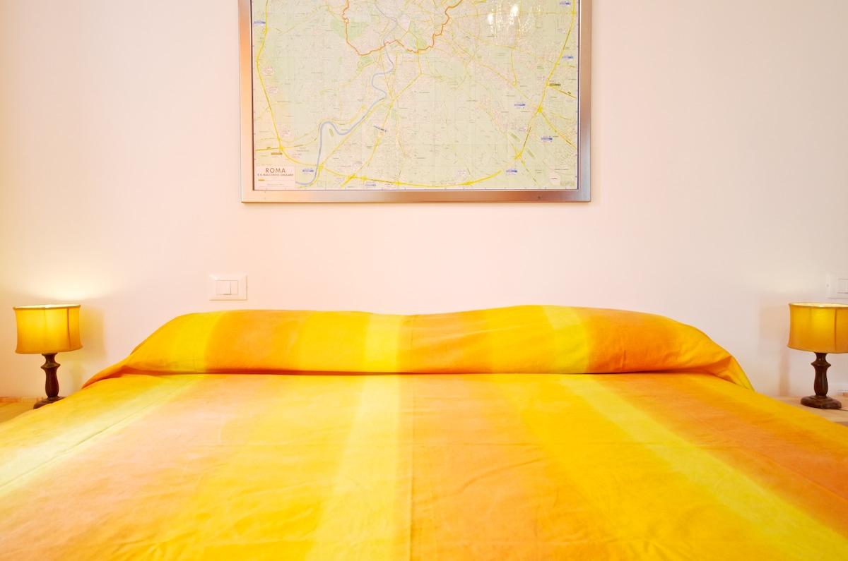 Camera da letto matrimoniale con TV CD/MP3 music system  e aria condizionata