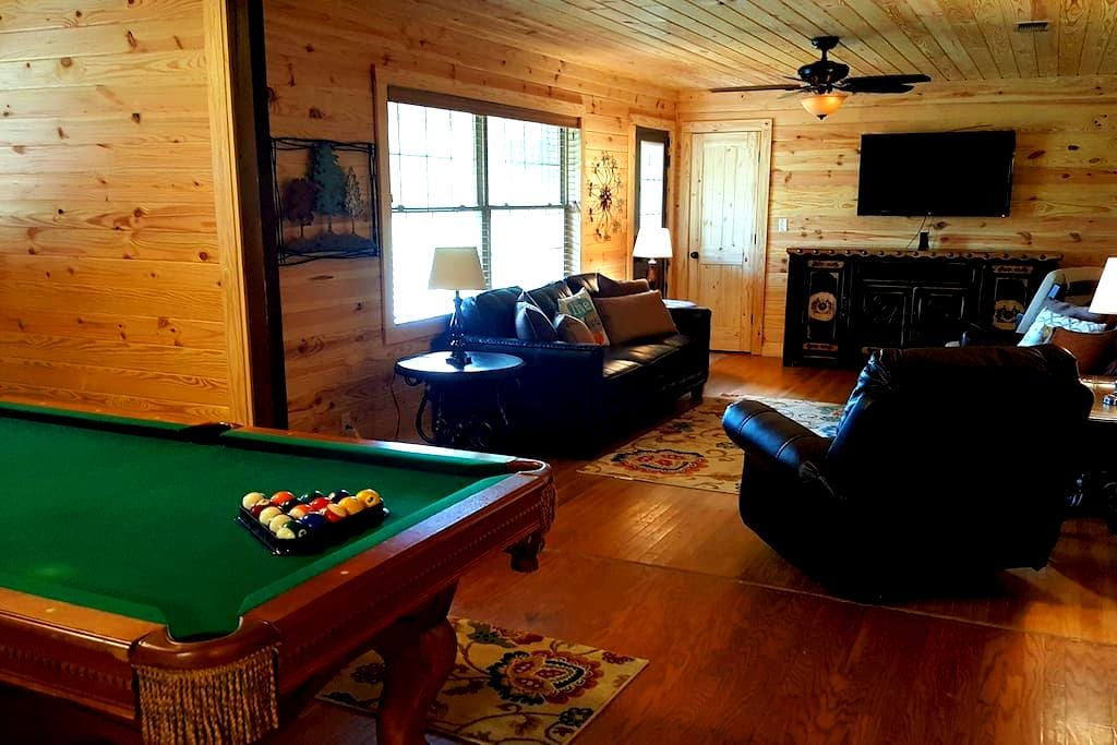 No Worries: Sleeps 12, Pool Table, Hot Tub & More! - Broken Bow