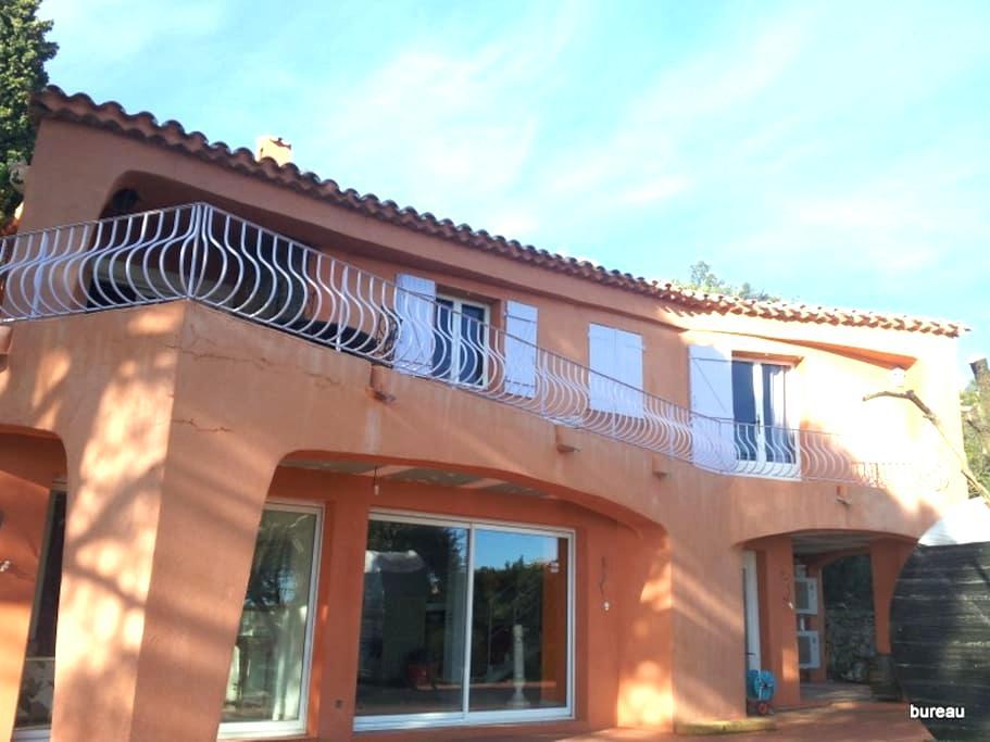 1er étage villa nez face à la mer.  home face sea. - Roquebrune-sur-Argens - Casa