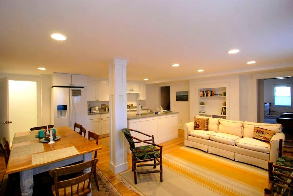 Stowe Maple Street Getaway Available for Seasonal - Stowe - Apartment