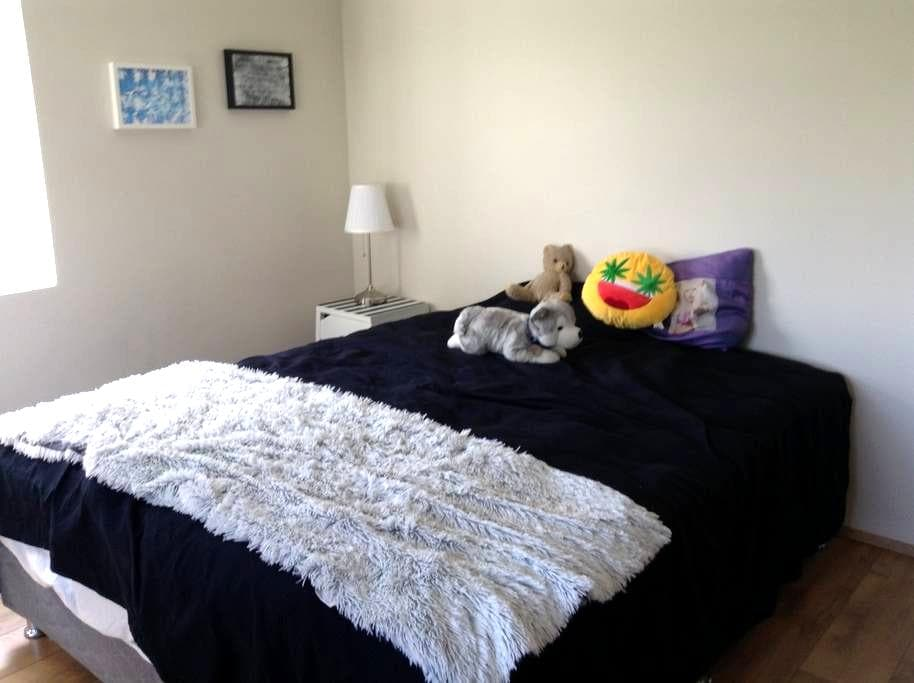 2 charming rooms located 42 KM from Reykjavík. - Akranes - Casa