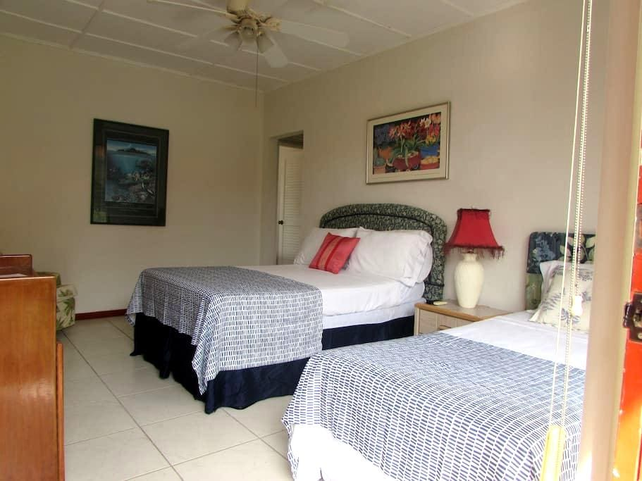 COZY AND VERY AFFORDABLE APARTAMT - Playa Flamingo - Flat