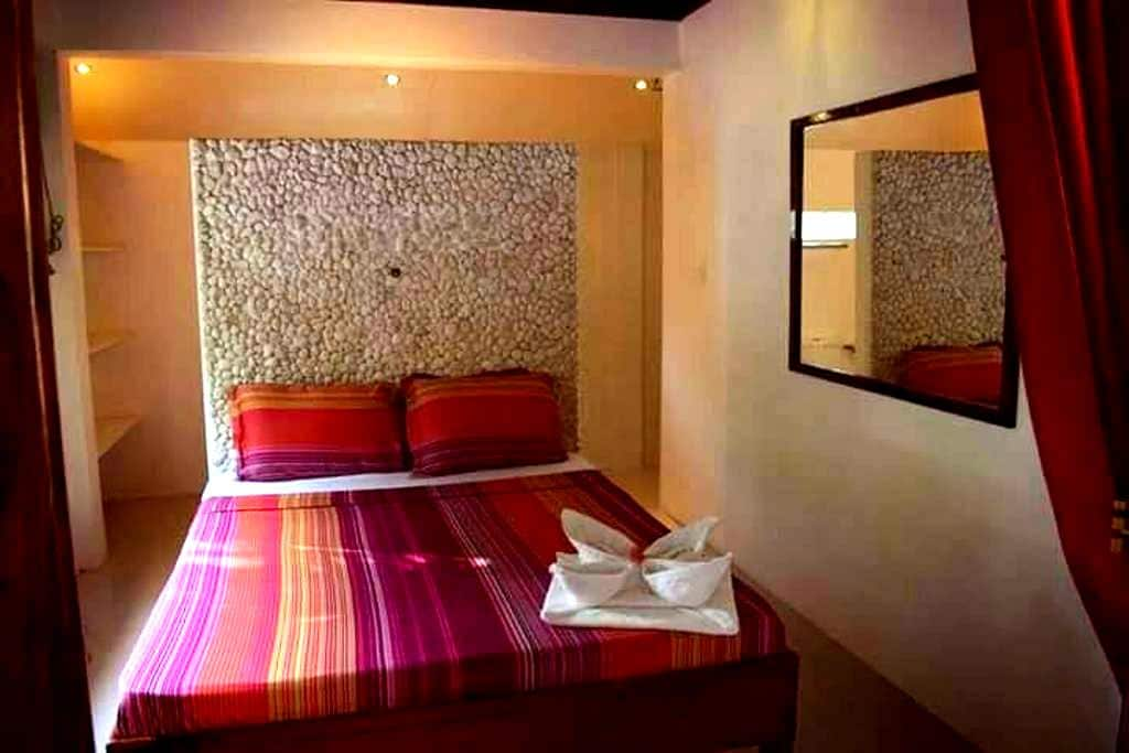 Surfers Lodge - Deluxe A.C. Double Bed Private - General Luna - Departamento
