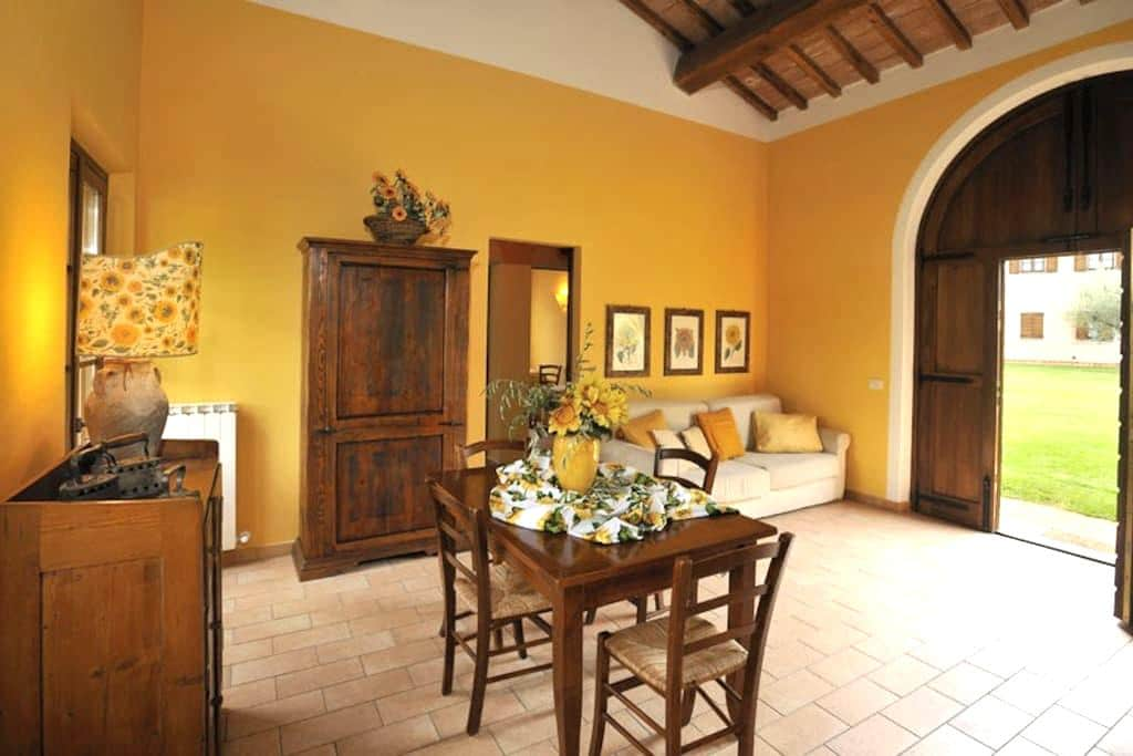 Sunflower Cottage & Garden, 7 km from Perugia - Perugia - Appartement