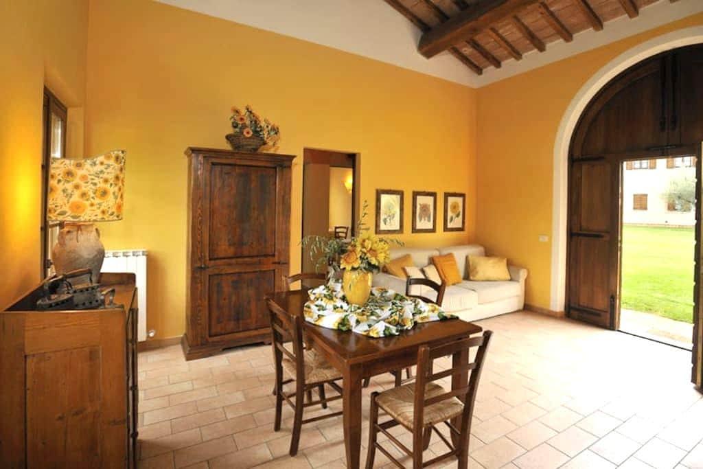 Sunflower Cottage & Garden, 7 km from Perugia - Perugia - Byt