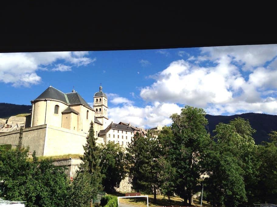 appartement 70 m2 terrasse et cave - Briançon - Leilighet