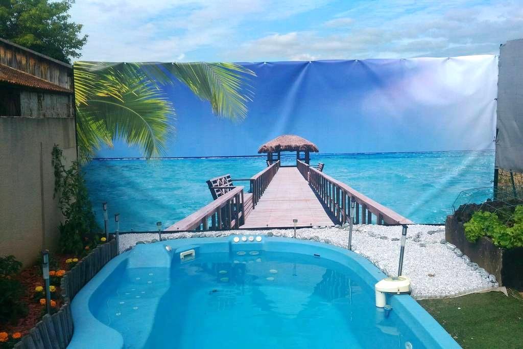 Chambres ds maison de bourg piscine - Beguey - Casa