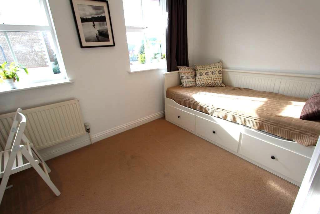 Sunny and cosy room by the historical site - London - House