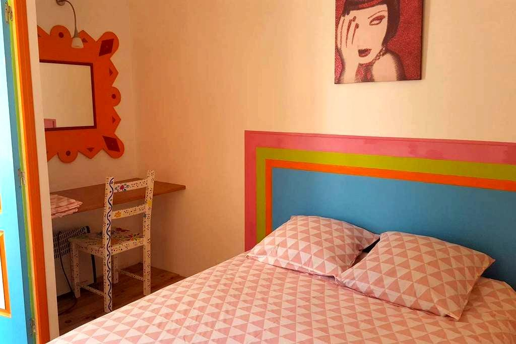Chambre privatisée dans une maison de village - Capestang - Radhus