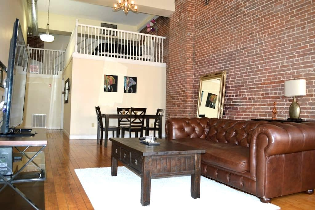 Big luxury loft in heart of downcity arts district - Providence - Loft