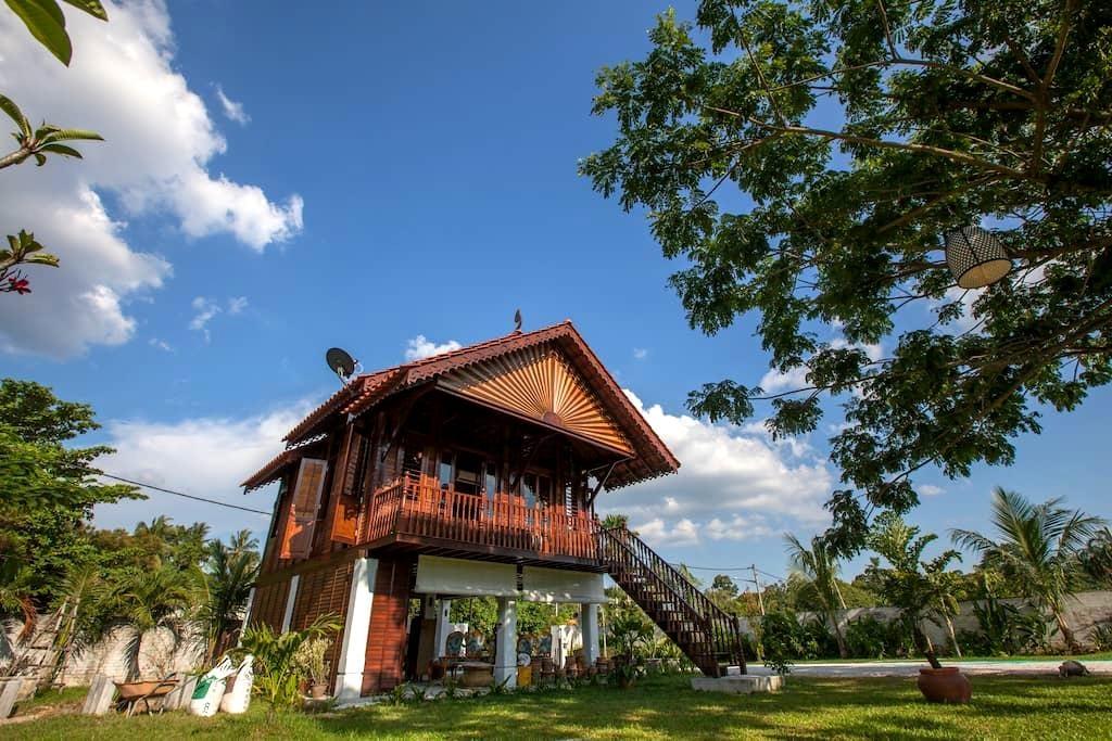 The Happy 8 Retreat X Kampung House - Ipoh - Loft