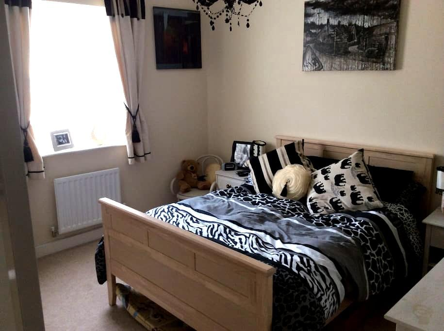 Comfortable double room and ensuite - Bruton