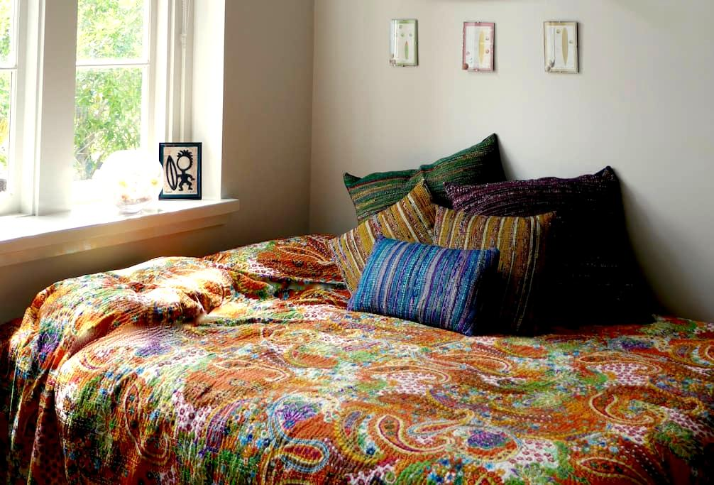 Comfy QS bed, A/C, Wifi at the Old School - Adamstown - Apartamento
