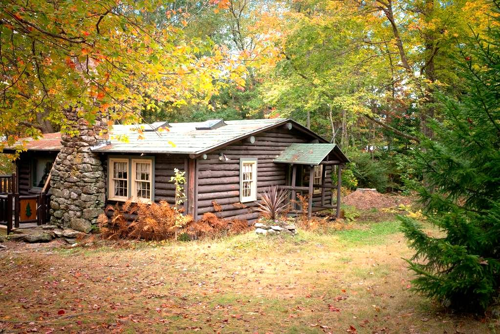 Quaint, rustic 100 year old cabin, Sprucewold, BBH - Boothbay Harbor - Hytte