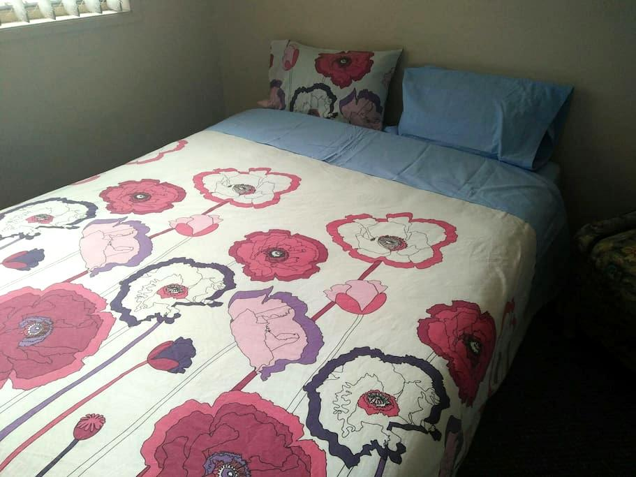 #3 Queen Bed, WiFi, Airc Merrylands - Merrylands - Bed & Breakfast