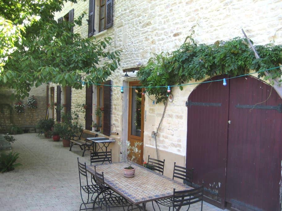 Chambre de village  ANSE (69480) - Anse - Bed & Breakfast