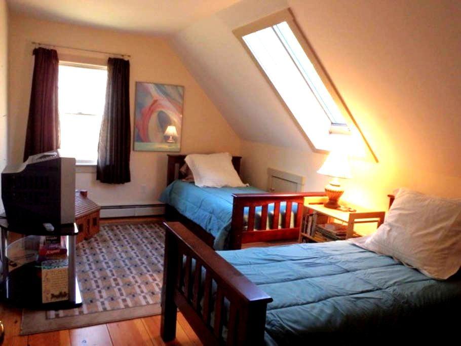 Mountain Home: Twin bedroom, Sauna - Bethel