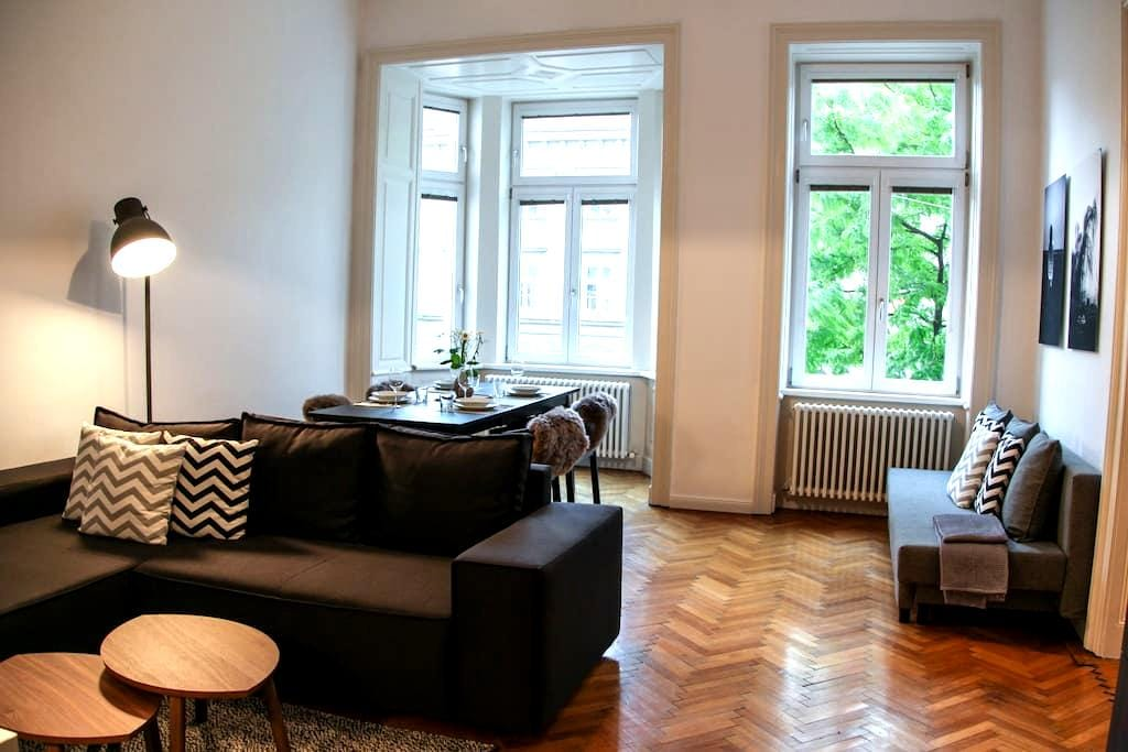 LARGE, STYLISH APARTMENT IN PERFECT LOCATION - Wien - Wohnung