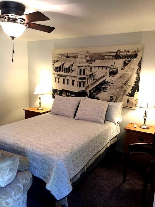 Cozy Acorn - La Crescenta-Montrose - House