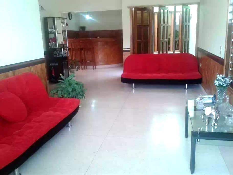 Hostal Coliseo - Holguín - Bed & Breakfast