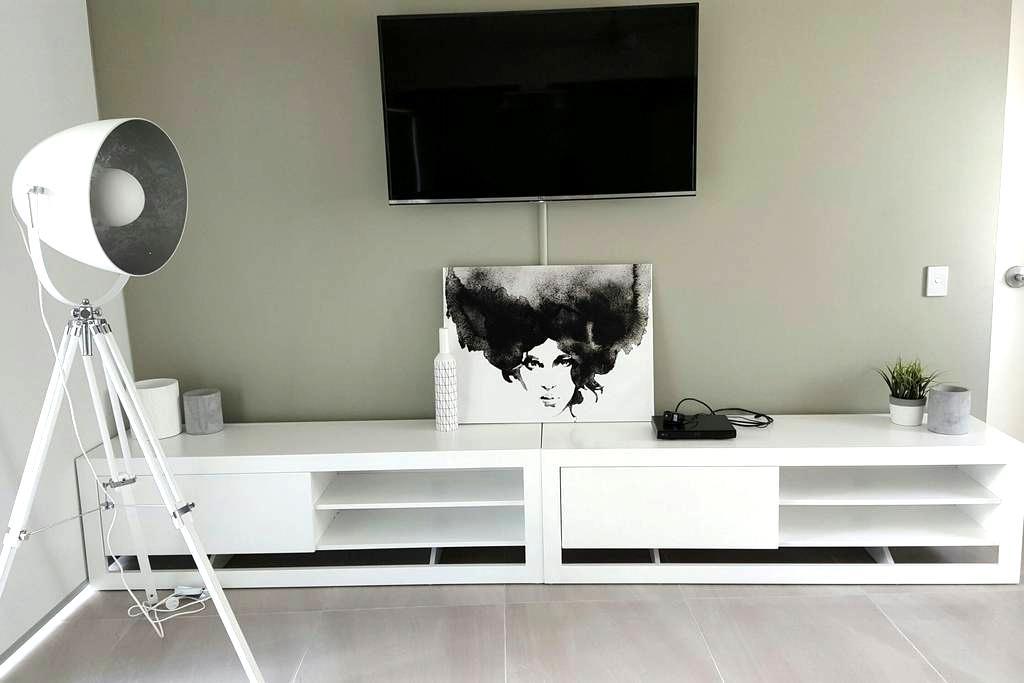 NEW RENOVATED STUDIO IN MOOLOOLABA - Mooloolaba - Apartment