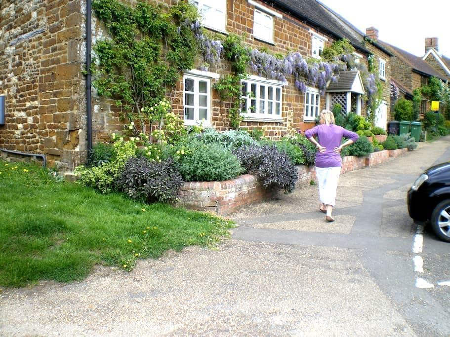 Ensuites in trad English village - Moreton Pinkney - Haus