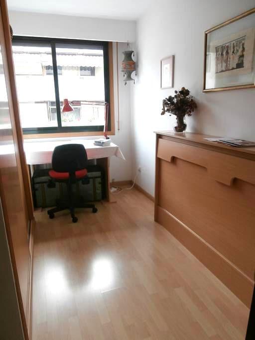 Habitación en moderno apartamento - Orense - Appartement