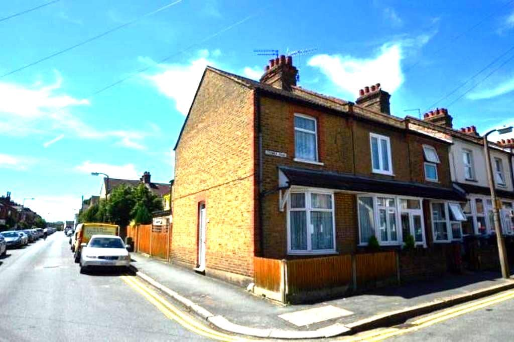Double room in Victorian terrace - Watford - Dom