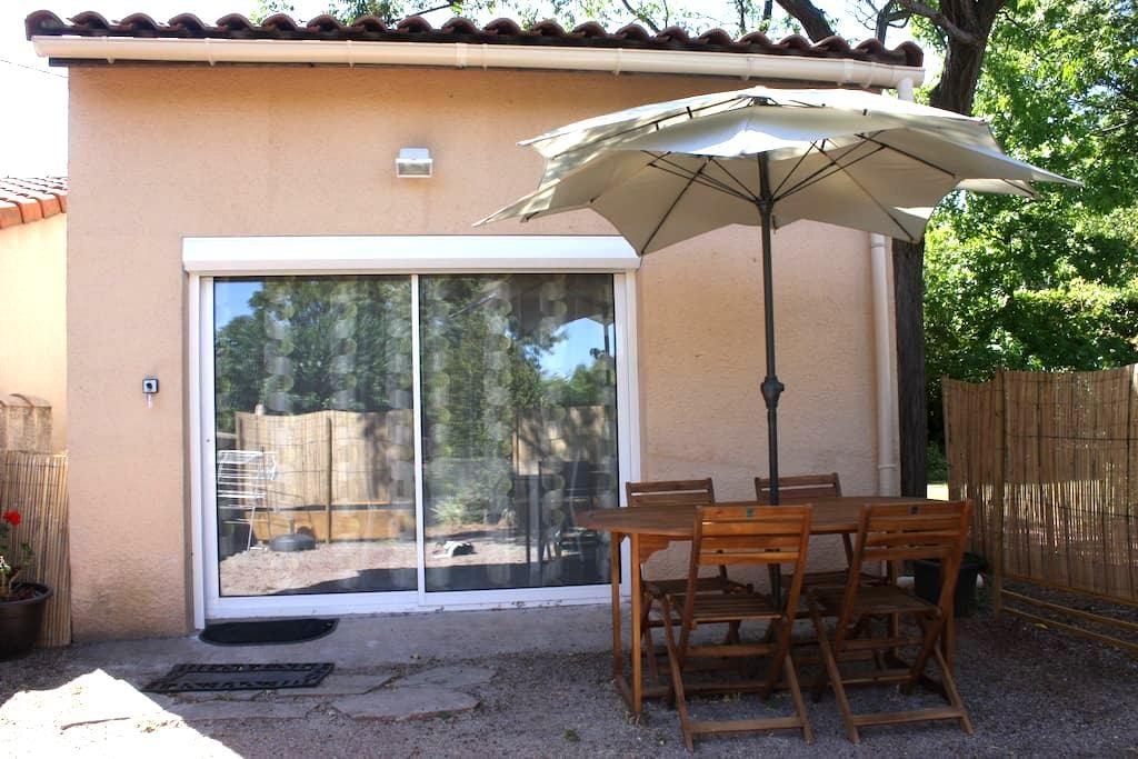 Studio indépendant avec terrasse, Lac du Salagou. - Octon