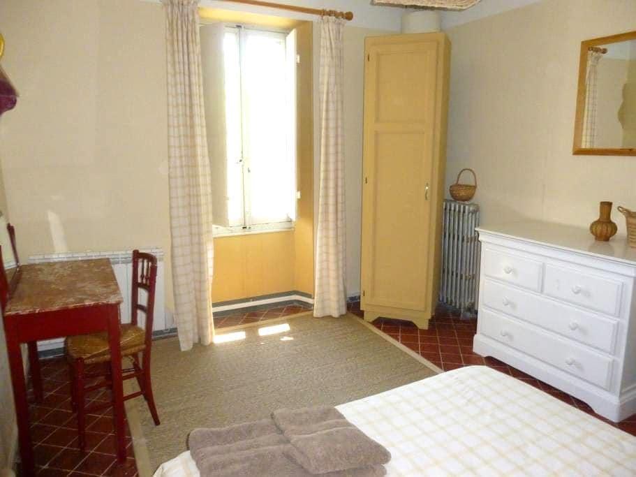 Chambre dans résidence d'artiste - La Tour-d'Aigues - Casa